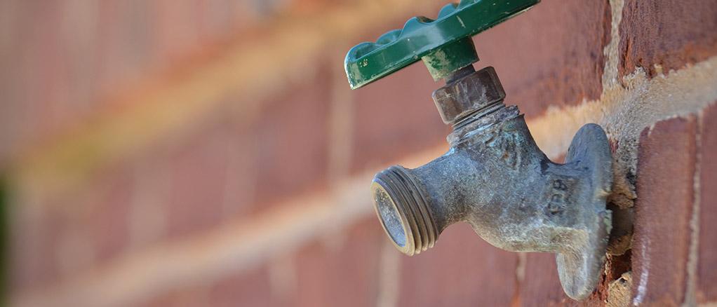 plumbing frozen outdoor water faucet during the winter